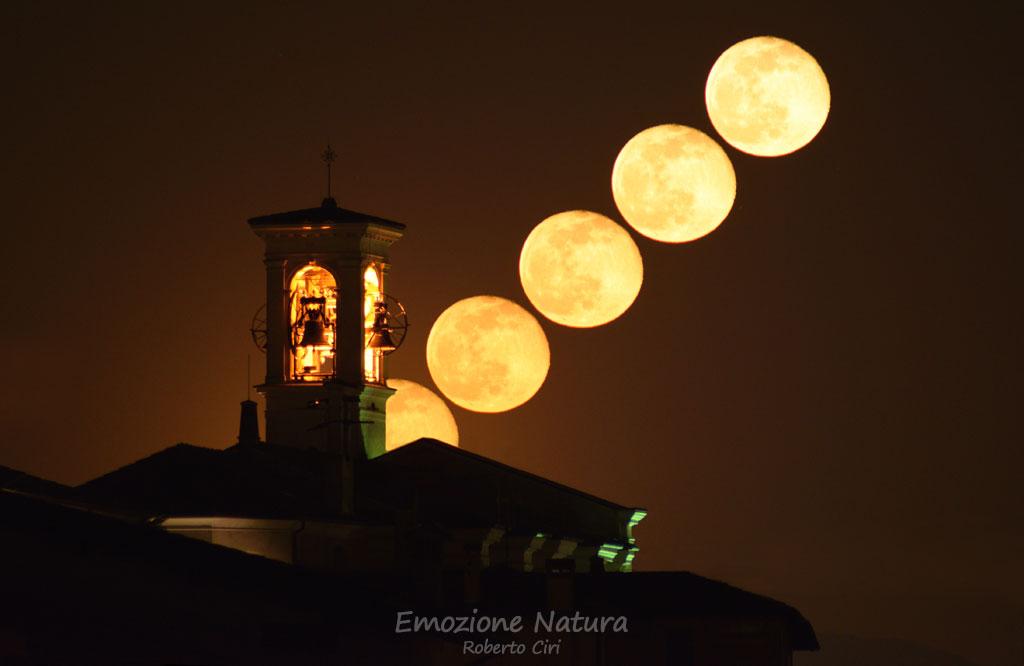 La Luna e il campanile